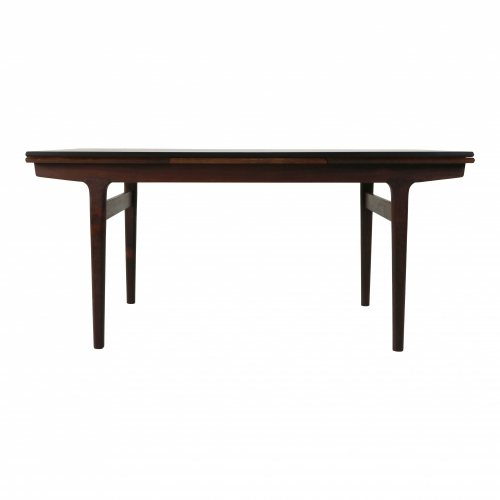 Top quality Danish design dinner table in rosewood by Kjaernulf