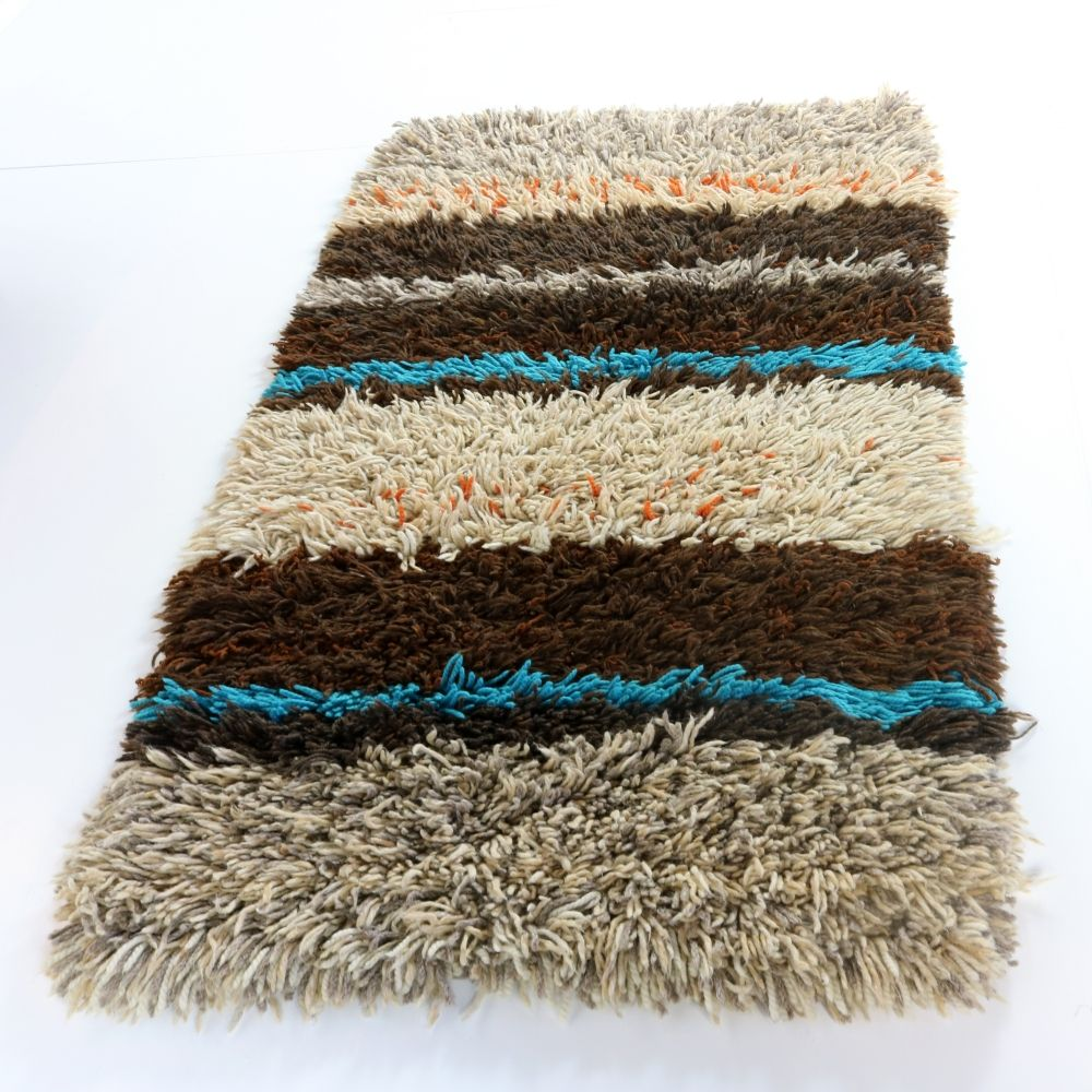Seventies larger wool rug carpet