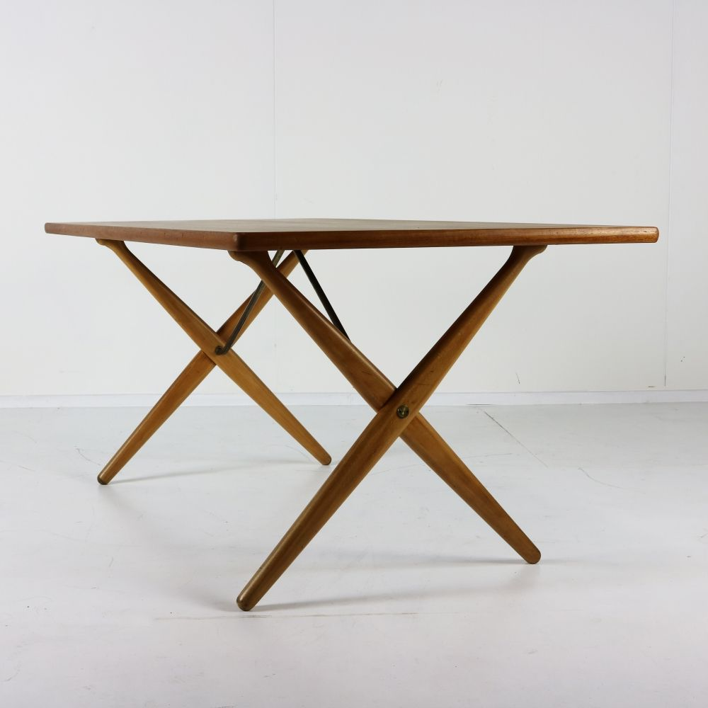 Hans Wegner dinner table for Andreas Tuck