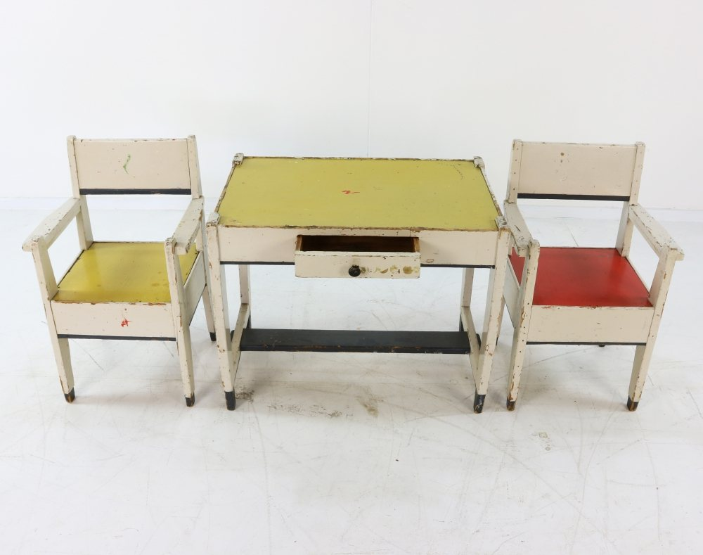 Children seating group early 20th century