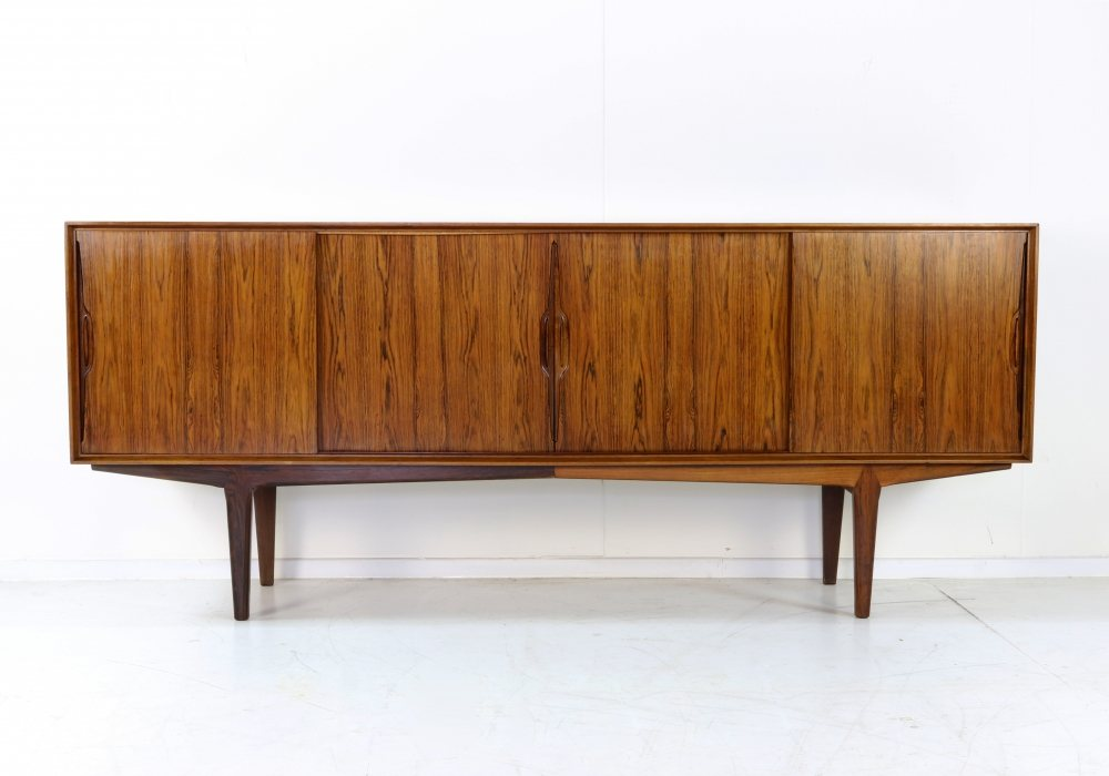 Beautiful grained rosewood sideboard by O Frandsen