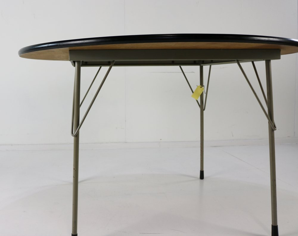 Round dining table by Wim Rietveld for Gispen