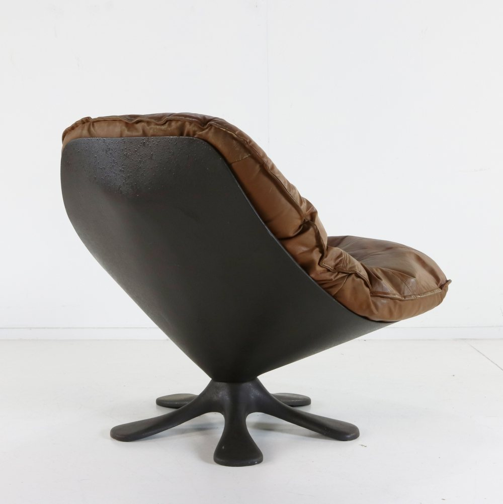 Seventies original leather cushion fiberglass lounge chair