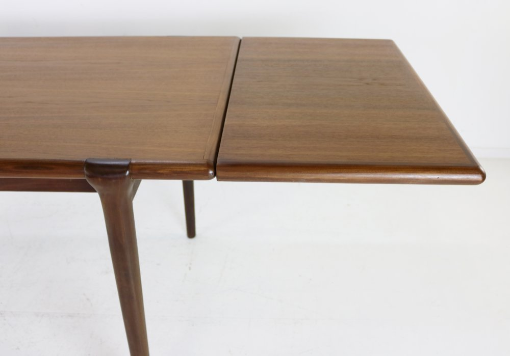 Dining table for Topform with beautiful mix of rosewood and teak